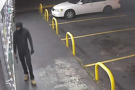 Entra a robar en una tienda y en 3 segundos entiende que se había metido en el lugar equivocado