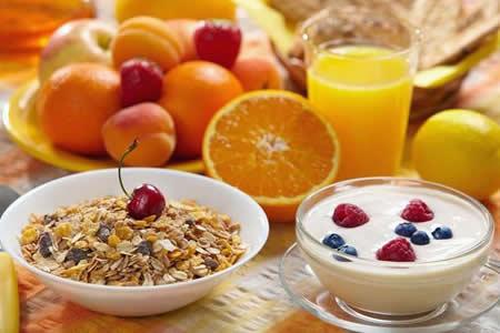 Saltarse el desayuno duplica el riesgo de lesiones cardiovasculares