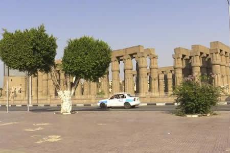 Egipto desempolva sus antigüedades para relanzar el turismo en Luxor