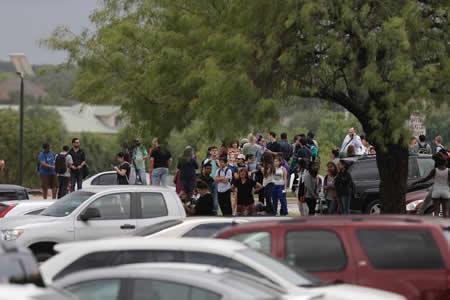 Confirman un estudiante muerto y 3 más heridos en tiroteo en escuela de EEUU