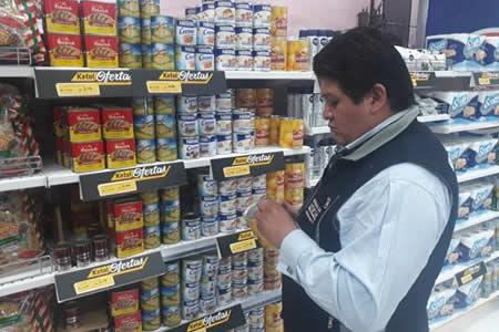 Defensa del Consumidor sanciona a propietarios de cuatro supermercados por vender productos vencidos