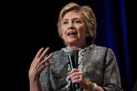 """Clinton hace catarsis de su derrota y pide que """"lo que pasó no pase de nuevo"""""""