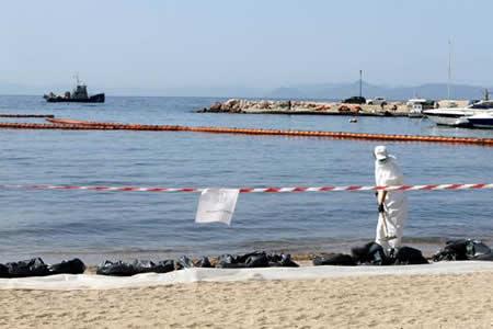 Grecia estudia a fondo el nivel de contaminación del golfo Sarónico