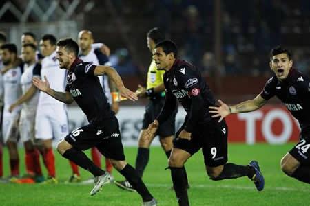 Lanús vence a San Lorenzo en penaltis y se cita con River en semifinales