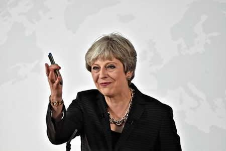 May dice que R.Unido quiere un período de transición de dos años tras brexit