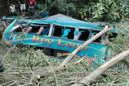5 muertos y 18 heridos en accidente vial en Cajuata