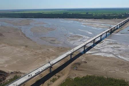 Inauguran el puente Banegas, el más largo de Bolivia