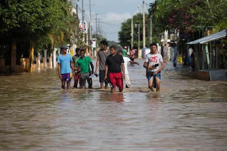 Inundaciones siguen causando daños en R.Dominicana tras paso de huracán María