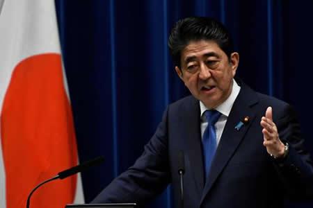 Abe adelanta las elecciones para afianzar su poder ante una débil oposición