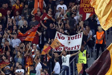 Expediente a la Roma por cánticos racistas de su afición ante el Chelsea