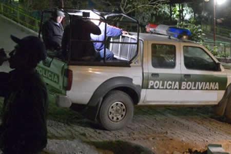 Dinamita, gas y destrozos en choque entre policías y ebrios