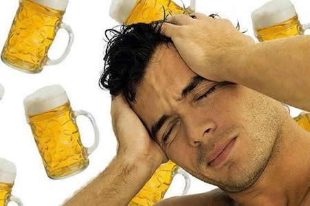 Hombres: Mientras más beben, menos recuerdan