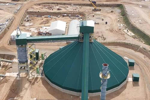 Presidente inspecciona construcción de planta de cemento en Caracollo