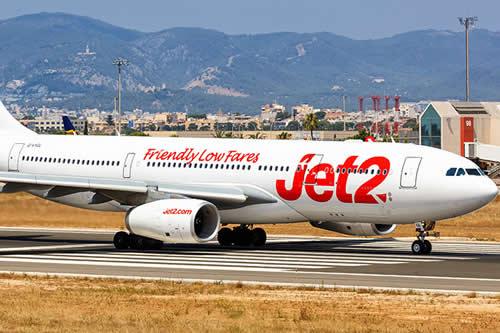 Multan y prohíben volar a una pareja por provocar el desvío de un avión tras pelearse a bordo