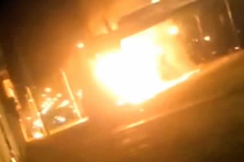 Bombero sufre quemaduras al intentar apagar incendio en un camión