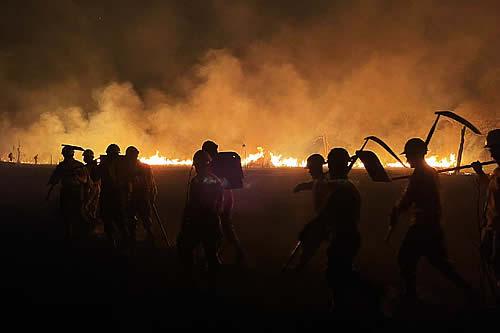 Sofocan dos incendios forestales en Puerto Quijarro