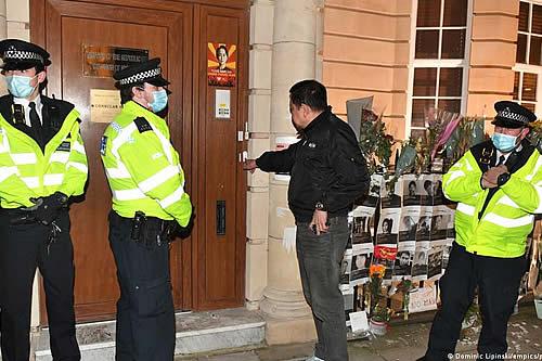"""Gran Bretaña protesta ante """"toma"""" de Embajada birmana en Londres por agregado militar de la Junta"""
