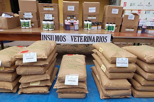 Entregan insumos y fármacos veterinarios a agropecuarios afectados por desastres en 13 municipios de Cochabamba