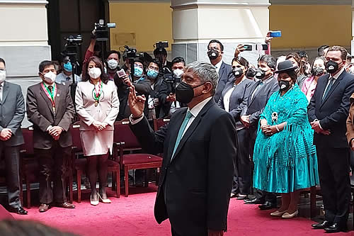 Iván Arias jura como alcalde del municipio de La Paz
