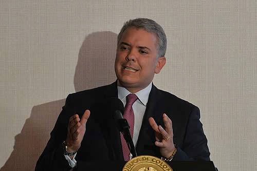Presidente de Colombia adelanta reunión con promotores del paro en medio de crisis
