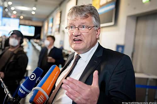 Miembro de ultraderecha alemana AfD deja cúpula del partido
