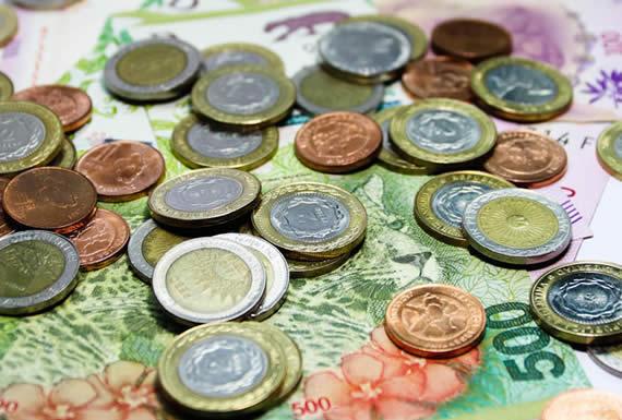 La depreciación monetaria continúa en Argentina: el dólar se cotiza sobre los 60 pesos y se dispara el riesgo país