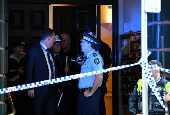 Cámara de seguridad capta al atacante de Sídney haciéndose un selfi segundos después del asesinato