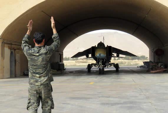 Un grupo terrorista derriba un avión de combate sirio y captura al piloto en la provincia de Idlib