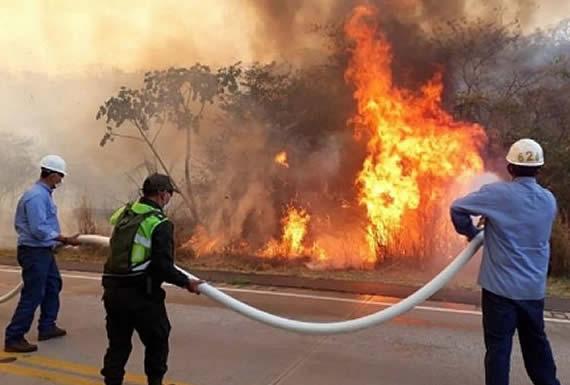Cívicos de Santa Cruz anuncian suspensión de paro cívico por incendios en Robore