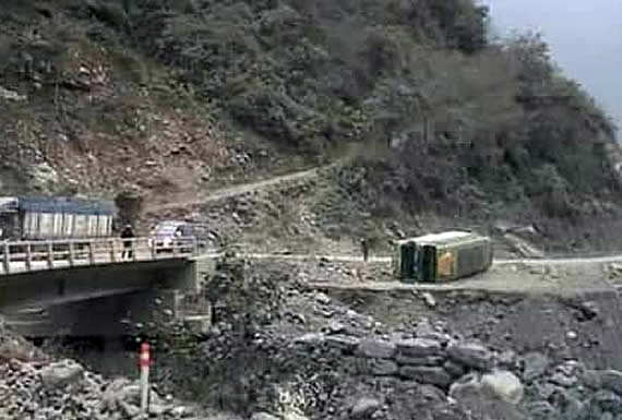 Varios heridos por accidente de bus que iba de La Asunta a La Paz