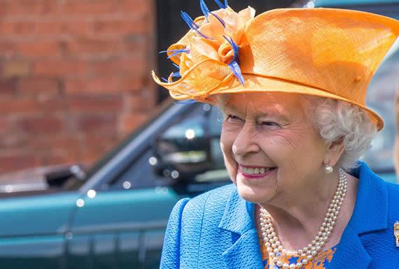 Una bolsa de sangre, un cajero automático particular y otras curiosidades de la reina Isabel