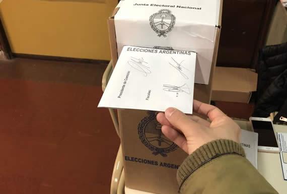 Encuestas fallaron en Argentina porque electorado decidió su voto al fin de las primarias