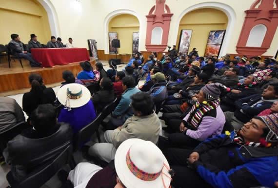 Morales intercambia opiniones con empresarios y autoridades de Potosí para el desarrollo de esa región