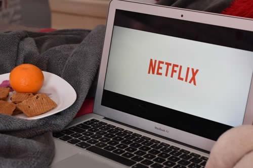 Estafa 14 millones de dólares, asegurando a los inversores que eran para una película de Netflix