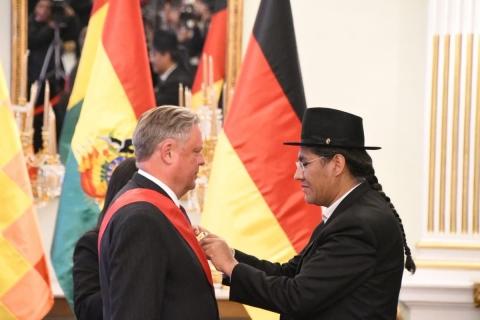 Condecoran con la 'Orden de Libertador Simón Bolívar' a Embajador de Alemania al término de su misión