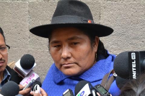 """Flores dice que titulación de tierras a nombre de las mujeres es un avance """"importante"""" del Gobierno"""