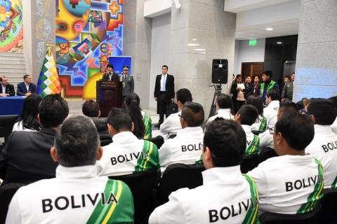 """Presentan a jóvenes promesas del deporte boliviano que recibirán apoyo integral del Programa """"Tunkas"""""""