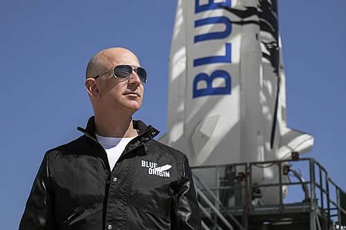 Jeff Bezos subasta sitio para viajar con él en cápsula espacial de Blue Origin