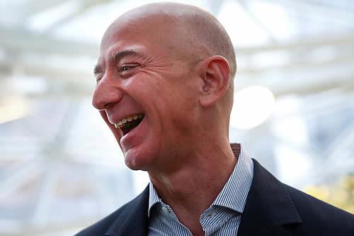 Cobra fuerza una petición que insta a Jeff Bezos a comprar y comerse la Mona Lisa