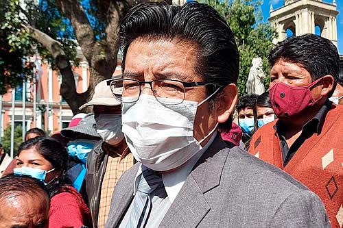 Jesús Vera advierte a clínicas con 'intervenciones pacíficas' si cometen irregularidades