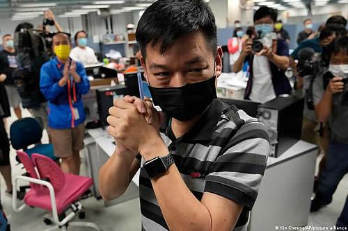 Detenido otro exdirectivo del Apple Daily en Hong Kong