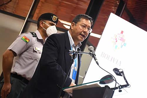 Presidente exhorta a los médicos para que refuercen la primera línea de vacunación masiva contra el COVID-19