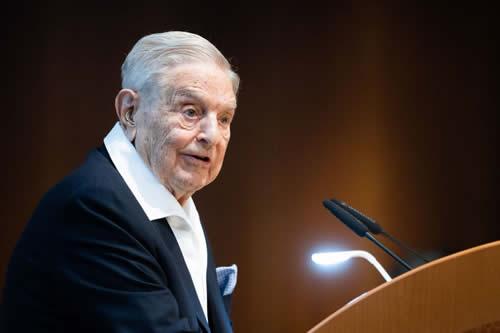 "Soros promueve la guerra comercial entre EEUU y China: ""Mi interés va más allá del nacional"""