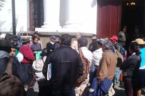 Campesinos de Lazareto protestan contra Gobernación de Tarija por incumplir con obras
