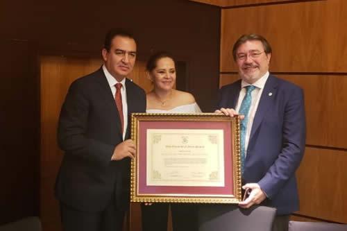 Consejo Notarial del mundo premia a Ministro de Justicia boliviano por liderar selección transparente de notarios