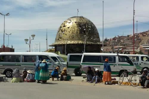 Vecinos bloquean vías por la reducción de proyectos en el POA 2020 de la Alcaldía de Oruro