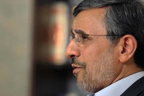 """Ahmadineyad a Correa: """"Si a EE.UU. le preocupa la paz mundial, que destruya primero sus propias bombas atómicas"""""""