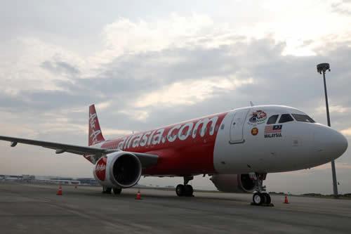 El motor de un avión con 58 pasajeros arde minutos después del despegue