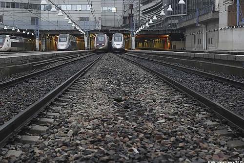 Francia: atascos y transporte público saturado inician quinto día de huelga
