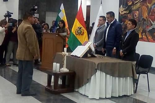 Jura Jorge Luis Vacaflor como nuevo viceministro de Coordinación con Movimientos Sociales